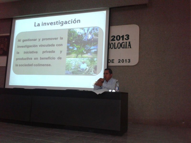 Facultad de Psicología de la Universidad de Colima, su presidente, Carlos Salazar Silva